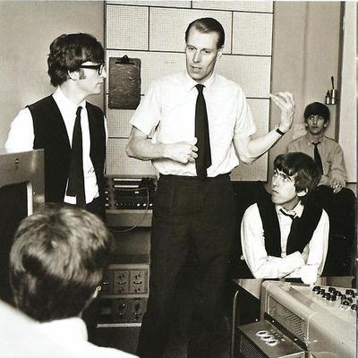 George-Martin-spelar-luftgitarr-i-studion
