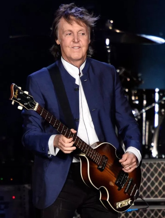 paul-mccartney-on-stage